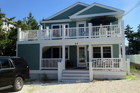 Renovated Home Steps from Ocean (Upstairs) - Barnegat Light - Apartment