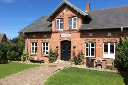 ehemaliger, restaurierter Ponyhof - House