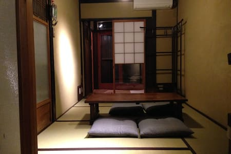 150 year old Meiji house in Gion !