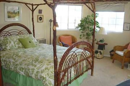 Four Poster Willow Bed, Matching Birdhouse Table and nightstand,  Outdoors & Gardending Appeal. WIth a view of the Pacific Ocean, bay and Morro Rock. Private Bath & a Shared Balcony that you can sit out on.  Ask about the mysterious antique here.