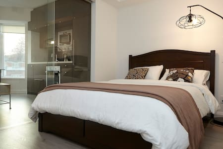 This is a great place at the heart of Toronto Downtown. It is super convenient to live at this location, having all high places like ROMs U of T. Close to all high-ends luxury stores. It is very suitable for young couples or business professionals.