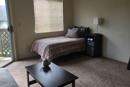 Twin bed in Quite Apartment