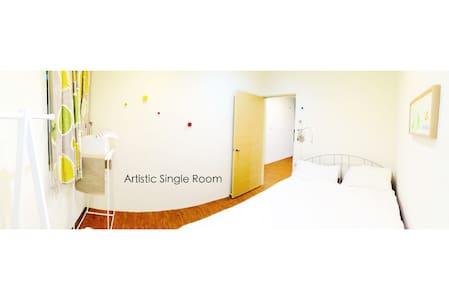 Artistic Single Room! City Centre! - Zhongli District - Bed & Breakfast