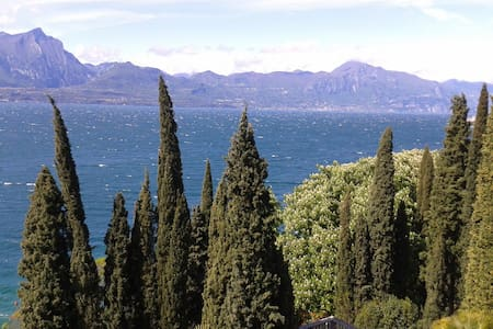 B&B LUXUS VILLA AM GARDASEE - Torri del Benaco - Bed & Breakfast