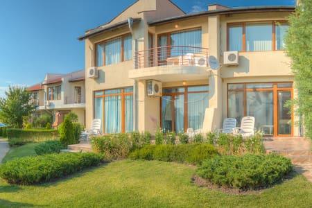 Almond Hill Villa 10