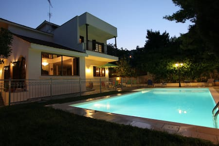Mansion, ideal for visiting Athens - Huis