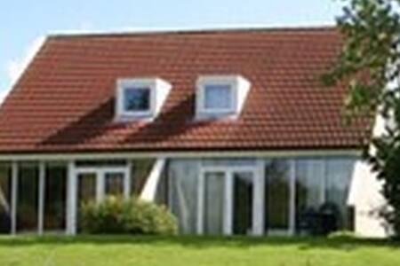 Comfortabele woning op luxe park - Vlagtwedde - House