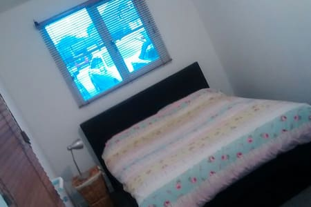 Quiet Double bedroom wifi - Burgess Hill - Dom