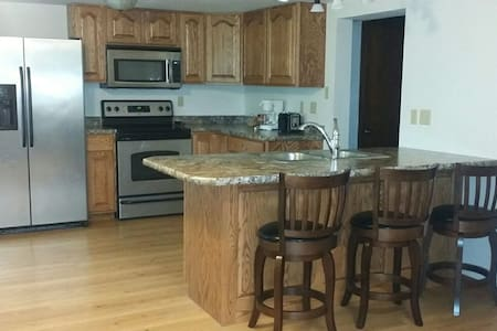 Private Garden Apartment: Fully Funished/Spacious - Devils Lake - Apartamento