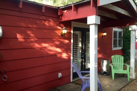 Backyard Bungalow in Heart of SOCO - Austin - Bungalow