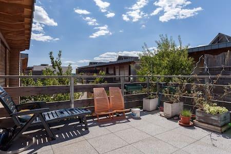 Private room + terrace, 20mn center