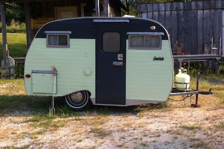 Retro Camper getaway - Bloomington - Camper/RV