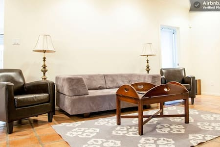 Downtown/Clarksville - great Condo