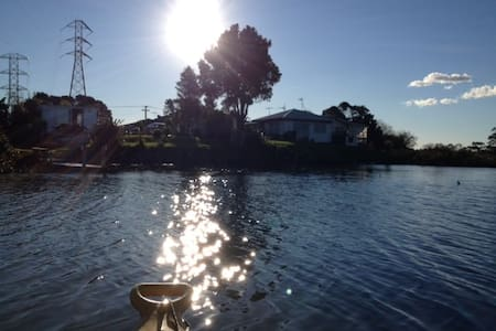 small private riverside cabin :) - Auckland - Cabanya