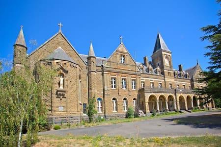 Spacious monastery apartment - Ballarat - Apartment
