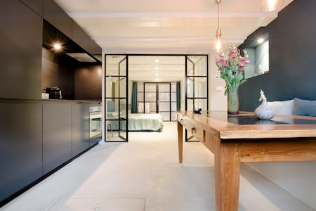 Stunning Apartment in Canal House - Wohnung