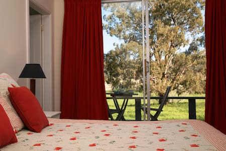Country House; Room with a view - Gundy - Bed & Breakfast