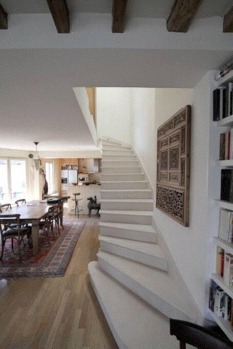 L'escalier en pierre qui conduit à nos chambres au 6ème étage