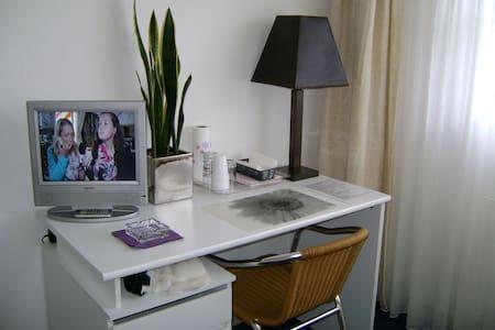 Eenvoudige kamer 10 M2 comfortabel