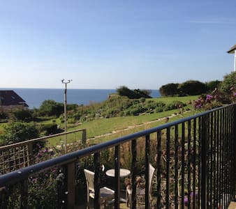 West Bay,  Lovely Clifftop Getaway - Bungalow