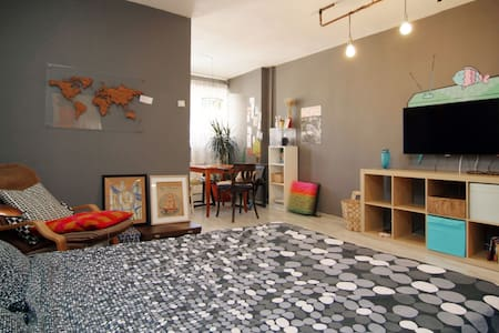 My studio is near the city center, you can walk (25 min) or get the subway. My girlfriend and I started redecorating the place, but the main attraction is the 5 bani pennyfloor:) You`ll have the entire place  so you`re the kings of the castle.