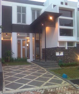 Royal Serpong Village - Casa