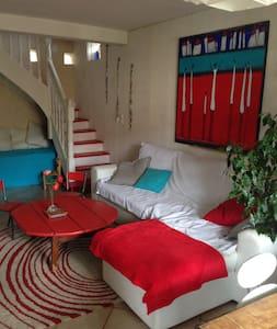 Chambre à Millau dans maison+jardin - Millau - Huis