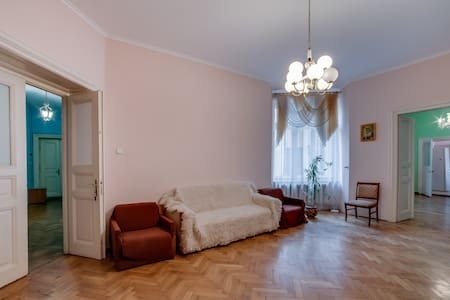 Quiet apartment in the Lviv centre! - L'viv - Apartment