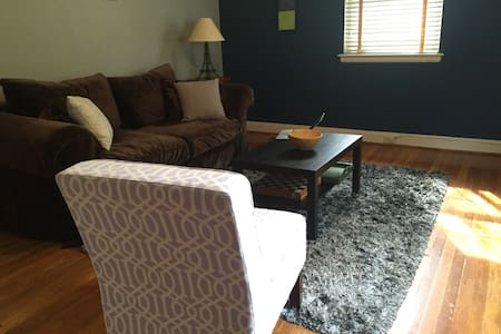 Full Apartment in Duplex near Dtown