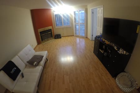 Room type: Entire home/apt Property type: Condominium Accommodates: 6 Bedrooms: 1 Bathrooms: 1