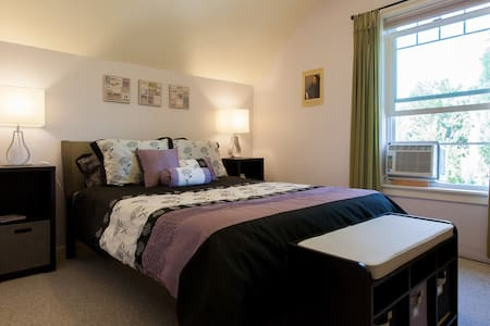 Queen Bed and Walk to Everything - Portland - House
