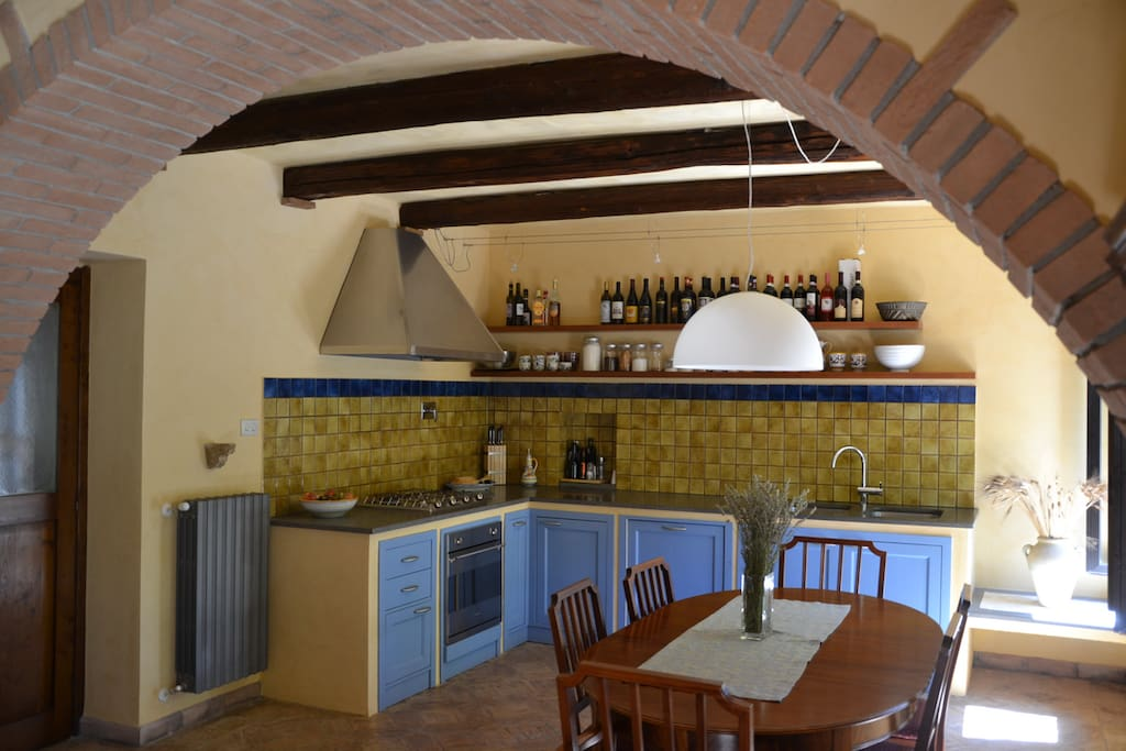 Main Unit - Fully equipped country kitchen