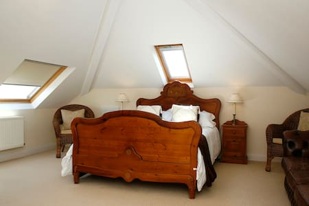 Hilbre B&B-Family rooms - Bed & Breakfast