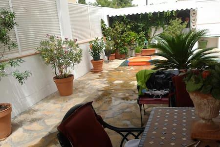 Alojamiento en casa chalet - La Canyada - Hus