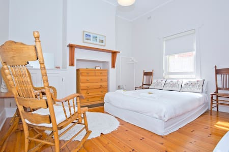 Urban farm close to Glenelg beach. - Bed & Breakfast