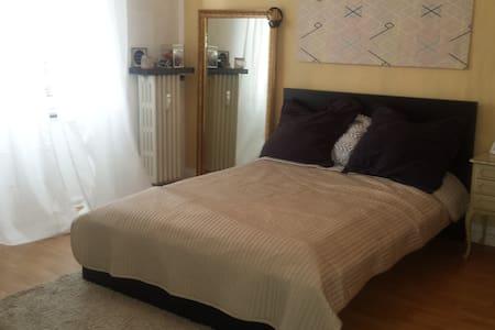 2 Gästezimmer in 80m2 Wohnung - Cologne