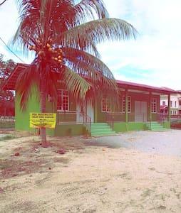 Pinggiran Damai Lodge - Lomamökki