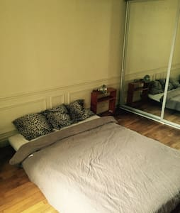 Bright,spacious room in Bastille