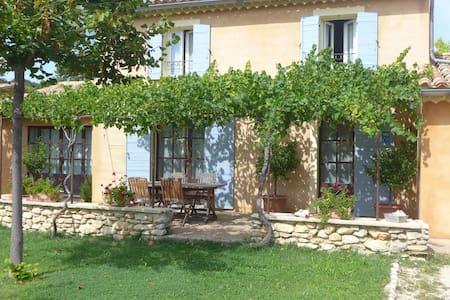 Petite maison  au pied du Ventoux - House