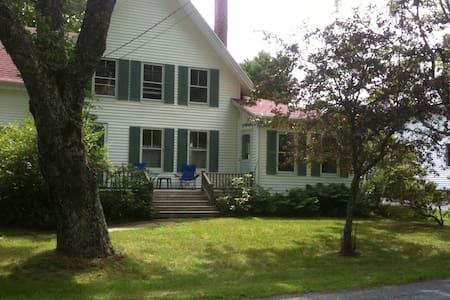 Maine Farmhouse near Ocean - Maison