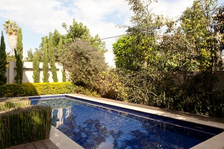 Comfortable- Large, Central w/ Pool - Casa