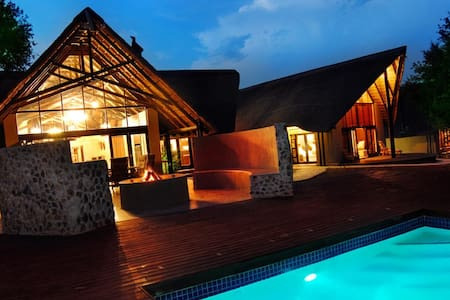 Private Game Lodge | Black Rhino - Rustenburg - Villa