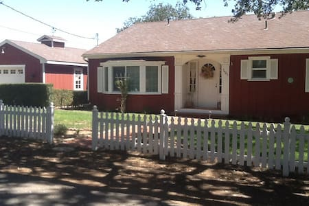Farmhouse Charmer -Pet Friendly - Atascadero