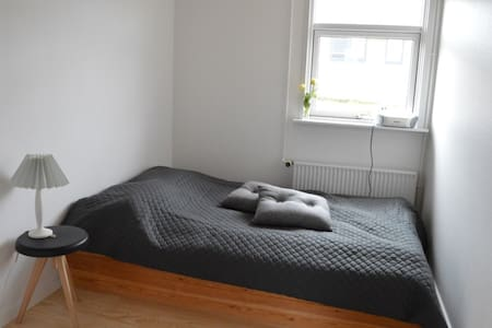 Light and cozy house with dining kitchen near Nuuk Center. You can walk 20 min and be in the middel of the town or you can take the bus very close to the house.