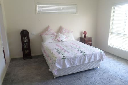 Yamba - waterfront accommodation. - Bed & Breakfast