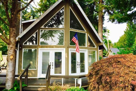 Beach cabin on hood canal - Belfair - Talo