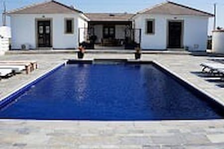 A Private/Exquisite 4bed Villa. - House