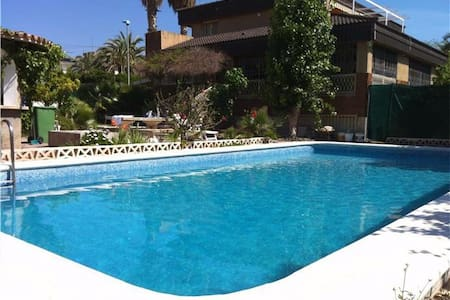 Villa De Los Sueños is a cosy private villa offering B&B close to Poniente beach and Benidorm Town. With it´s quiet setting but so close to the hustle and bustle this is the best of both worlds. (numerous listings for each room and entire house).