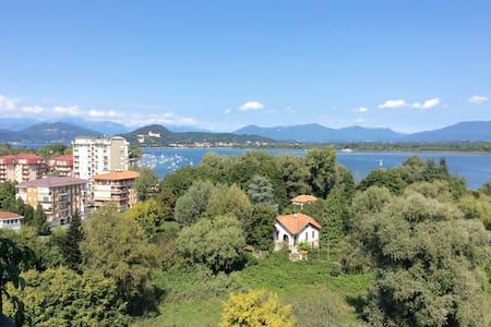 Trilocale sul Lago Maggiore - Dormelletto - Leilighet