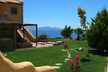 Apopsis Zoy's Guesthouse - Galaxidi - Bed & Breakfast